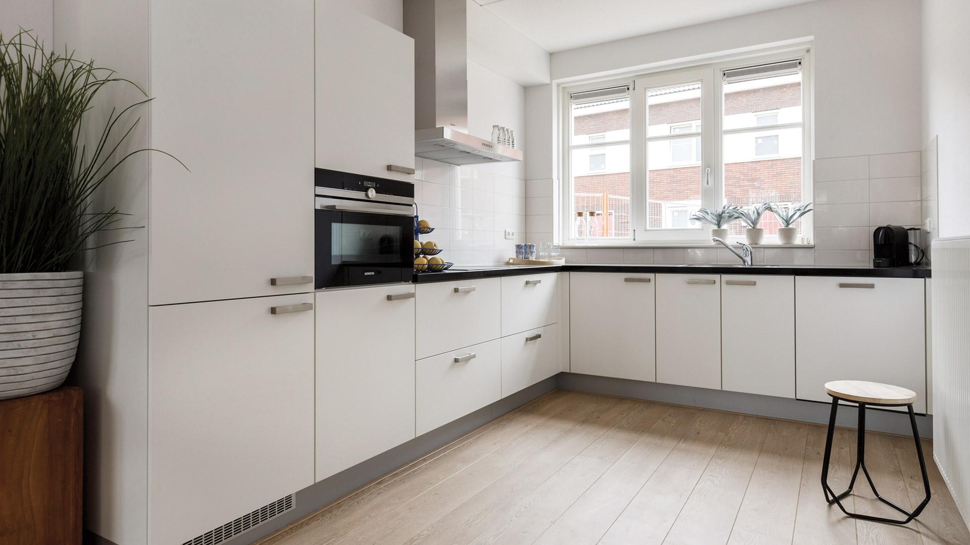 Keuken inspiratie bribus b v - Eigentijdse keuken grijs ...