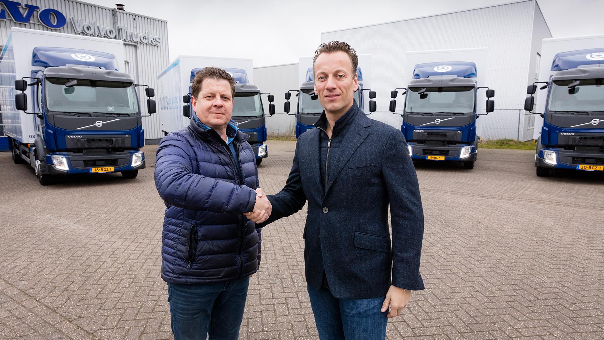 Bribus neemt nieuwe milieuvriendelijke vrachtwagens in ontvangst